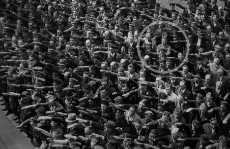 august-landmesser-almanya-1936.jpg